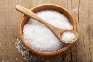 оттереть пятно от ручки с помощью соли