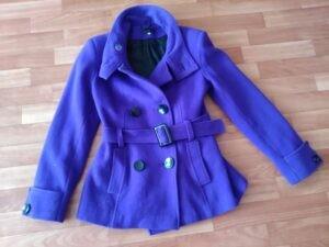 Растягивание пальто на рамке