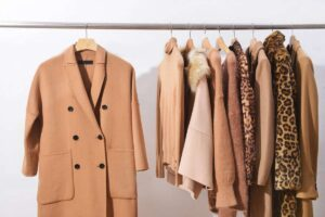 Вертикальное растягивание пальто