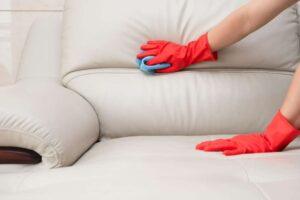 очистить зеленку с кожаного дивана